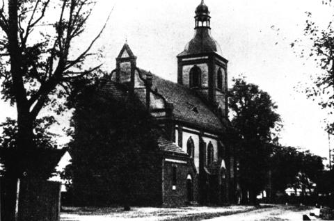 Narocka świątynia przed 1945 rokiem.png